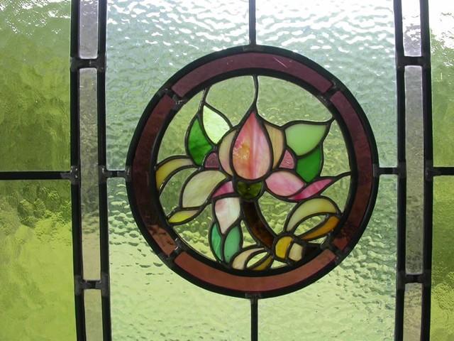 Laboratorio realizzazione vetrate rilegate tiffany vetri for Disegni vetrate