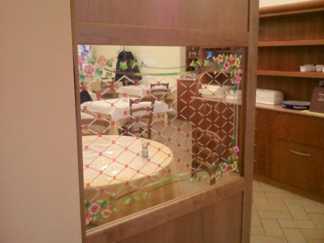 Realizzazione vetri decorati per arredamento divisorie e for Arredamento in vetro