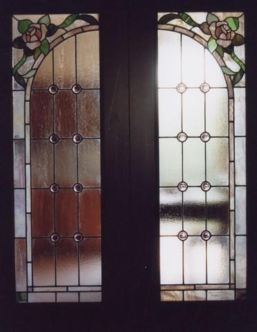 Vetreria artistica modena decorazione pittura sabbiatura rilegatura vetrate vetri specchi - Vetri decorati per finestre ...