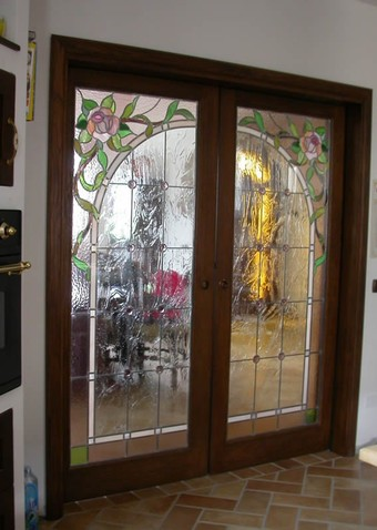 Realizzazione vetri artistici per porte classiche pitturati rilegati sabbiati tiffany - Porte con vetro decorato ...