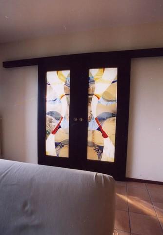 Produzione vetri decorati per porte moderne anche for Doppia porta scorrevole